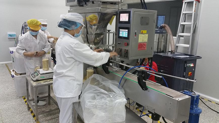 某食品厂生产线吸尘